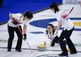 팀 킴, 연장 끝 한일전 승리…세계컬링선수권 4승6패