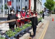 개항장 문화지구 관문 신포역, 꽃으로 물들다