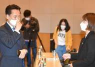 """""""김어준 성역이냐, 與에 촛불 들 판"""" 20대에 혼쭐난 與초선들"""