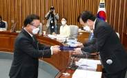 """서병수 """"김부겸 보고서 채택 안해""""···文 """"무안주기"""" 발언에 발끈"""