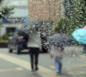 출근길 곳곳에 빗방울…강수 영향에 <!HS>미세먼지<!HE> '좋음'