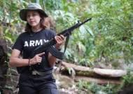 """""""이젠 반격"""" 전투복 입고 소총 든 전사, 미스 미얀마였다"""