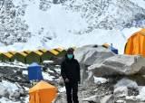 '인도 코로나' 불똥 맞은 네팔, 히말라야서 다쓴 산소통 모은다