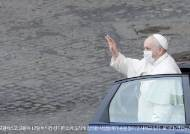 [이 시각]6개월 만에 신자 300여명 만난 프란치스코 교황, 신자들 축복하며 밝힌 소감은