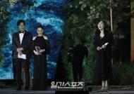 [포토] 영화부문 작품상 수상한 박은경