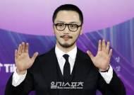[포토] 변요한 '이준익 감독님 축하해요'