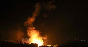 """이스라엘 또 새벽 공습···""""건물 밑 비명"""" 가자지구 33명 사망 [영상]"""