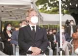 호남선 탄 여야, 이재명도 유승민도 '5·18묘역' 참배
