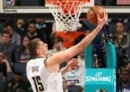 NBA 정규시즌 MVP, 요키치-엠비드-커리 3파전
