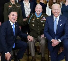 <!HS>문재인<!HE> 대통령, 한국전 전사자 '추모의 벽' 착공식 참석
