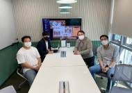 """코딩 회사 찾아간 윤석열, 2030 보자마자 """"들으러 왔습니다"""""""
