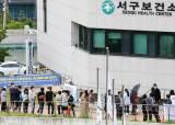 '휴일 영향' 오늘 코로나 확진자 400명대…감소세속 '위험 불씨' 여전