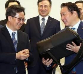 <!HS>최태원<!HE>·BTS가 반한 친환경 가방…폐자동차서 나온 '착한상품'