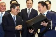 최태원·BTS가 반한 친환경 가방…폐자동차서 나온 '착한상품'