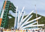 [사진] 한국 첫 발사체 '누리호' 똑바로 섰다
