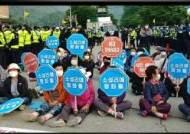 """""""주2회 사드기지 물자 반입"""" 올해만 10차례 반대측·경찰 충돌"""