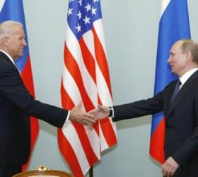 """회담 앞두고…바이든 """"그는 살인자"""" <!HS>푸틴<!HE> """"수십번도 더 들은말"""""""