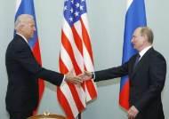 """회담 앞두고…바이든 """"그는 살인자"""" 푸틴 """"수십번도 더 들은말"""""""
