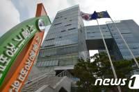 """노래방 도우미하다 '벌금형' 中 여성… 法 """"귀화 불허 적법"""""""