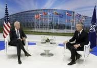 """바이든 """"중국은 새로운 도전""""…나토 집단방위 원칙 재확인"""