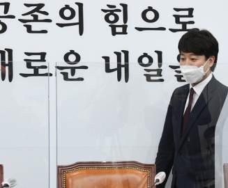 """""""김종인식 규제 동의 안한다"""" 기업 들썩인 '이준석 돌직구'"""