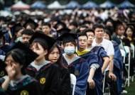우한 근황…1만1000명 '노 마스크' 밀착 대학 졸업식[사진]