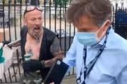 '봉쇄 연장' 보도했다고···거리 한복판서 욕받이 된 英기자 [영상]