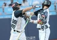 [포토]박경수,격한 홈런 세리머니