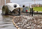 물레방아 배·상어 드론…플라스틱 먹는 '바다 위 청소부'