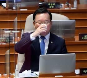 """첫 등판 김부겸, 윤석열·최재형 대선 출마 묻자 """"비<!HS>정상<!HE>적"""""""