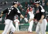 [포토]홈런허용 김강민, 투수는 어려워