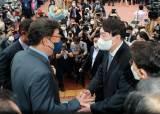 """尹에게 몰려간 野 의원 25명…""""반기문 때 생각난다"""" 비판도"""