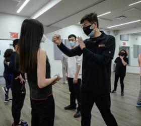 아시아인 패는 흑인 영상 공포…백인의 '가스라이팅'이었다