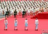 """시진핑, 마오쩌둥 옷 입고 등장…빨간 스카프 두른 청년들은 """"충성 맹세"""""""