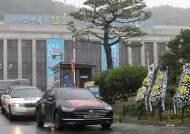 '김부선 반대' 스티커 붙은 300대 차량…국회·청와대 앞 누볐다