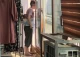 [단독]생후 80일 아기 업고 담배 뻐끔···맘카페 뒤집은 도우미