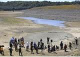 맨땅 드러난 호수…역대급 가뭄 덮친 美캘리포니아 충격 풍경