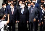 """尹 정치 선언 날…""""이 사진 재밌네"""" 야당 인사가 보여준 한장[뉴스원샷]"""