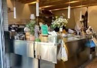 와인 파는 생선가게, 사랑방된 반찬가게...온라인 시대, 작은 '동네 가게'들의 특별한 생존기