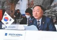 "G20 재무장관회의 간 홍남기 ""다국적 기업 디지털세 20%로"""