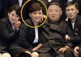 김정은 허리춤에 손 감싼 女, 이선희 손잡고 'J에게' 불렀다 [영상]