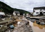 """100년만의 폭우에 최소 42명 사망…독일 """"이런 재앙 처음"""""""