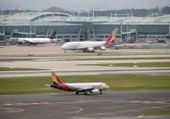 7주만의 비행…거래 재개 첫날 아시아나항공 주가 오르락내리락