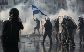"""[이 시각] """"인체 실험 멈춰"""" 그리스, 백신 접종 의무화 반대 시위"""