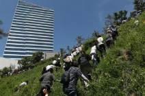 강원도 몰려간 민노총, 집회장 막히자 줄줄이 언덕 넘었다 [영상]