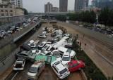 中홍수 대참사…4km 지하차로 수백대 차량 잠겨 아수라장[영상]
