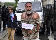 """""""백신 반대"""" 16만 시위, 경찰은 물대포…아수라장 파리[영상]"""