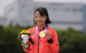 13세 소녀들, 여자 스케이트보드 첫 금·은 석권