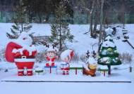 한여름 산타 할아버지, 더 반가워요…폭염 속 '쿨한 축제' 여는 오지마을