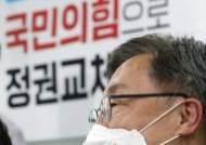 회동 퇴짜에도 윤석열 품는 최재형…고지식? 고도의 전략?